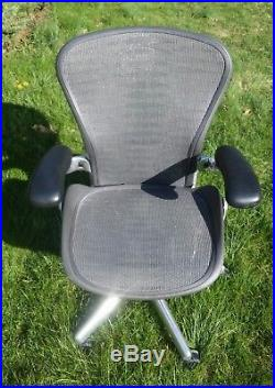 043 Herman Miller Aeron Office Desk Chair Black Top Aluminum Base Adjustable Arm