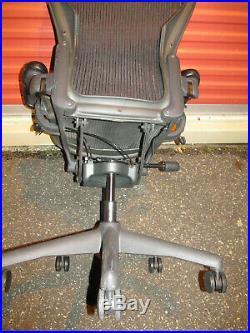 HERMAN MILLER AERON CHAIR Black SIZE B needs gas cylinder Good seat pan & Back
