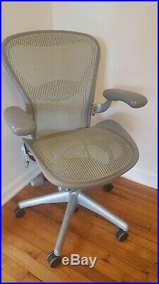 Herman Miller AERON Chair Fully Adjustable Size B