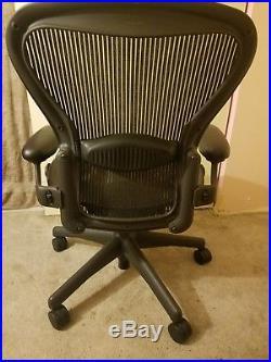 Herman Miller Aeron Chair Size B Fully Adjustable Graphite Frame