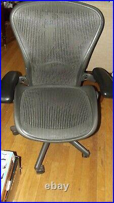 Herman Miller Aeron Chair, Size B, excellent condition, new heavy duty cartridge