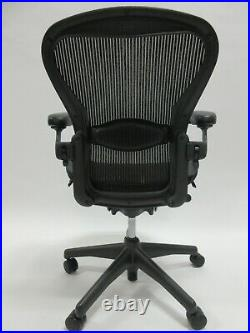 Herman Miller Aeron Chair Size B in Excellent Condition Manufactured in 2012
