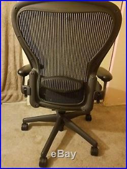 Herman Miller Aeron Chair Size C Fully Adjustable Graphite Frame
