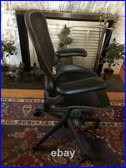 Herman Miller Aeron Chair sz B READ description