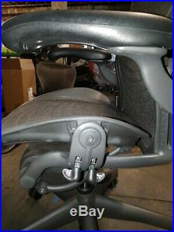 Herman Miller Aeron Mesh Desk Chair Medium Size B fully adjustable lumbar wave
