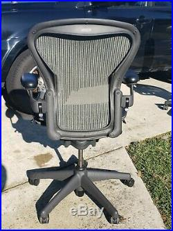 Herman Miller Aeron Mesh Office Chair Medium Size B fully adjustable No Lumbar