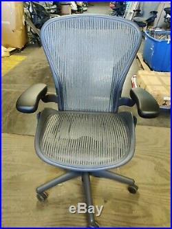 Herman Miller Aeron Mesh Office Desk Chair Medium Size B Basic lead color