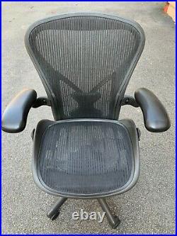 Herman Miller Aeron Mesh Office Desk Chair Medium Size B Posturefit lumbar