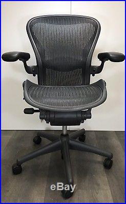 Herman Miller Aeron Mesh Office Desk Chair Medium Sz B fully adjustable