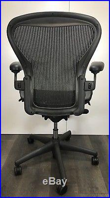 Herman Miller Aeron Mesh Office Desk Chair Medium Sz B fully adjustable 3