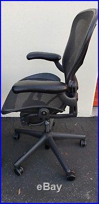 Herman Miller Aeron Mesh Office Desk Chair Medium size B adjustable arms lumbar