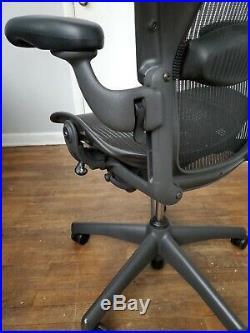 Herman Miller Aeron Office Chair Sz B With Manual Lumbar