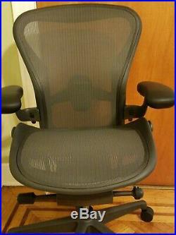 Herman Miller Aeron REMASTERED Office Chair Graphite, Size B