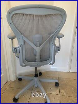 Herman Miller Aeron Remastered Chair Mineral Grey Size B Fully Loaded