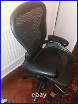 Herman Miller'Aeron' chair size B