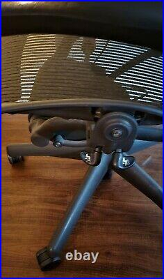 Herman Miller Fully Loaded, Lumbar, fully adjustable arms Size B Aeron Chair
