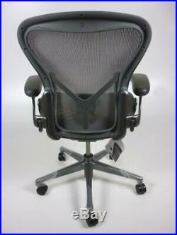 NEW REMASTERED AERON CHAIR Herman Miller fully adj SIZE B GRAPHITE back support