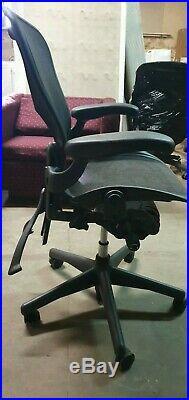 USED HERMAN MILLER AERON CHAIR CLASSIC GRAPHITE Herman Miller AU123AWB